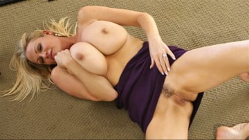 Kelly Madison - Quickie On The Floor