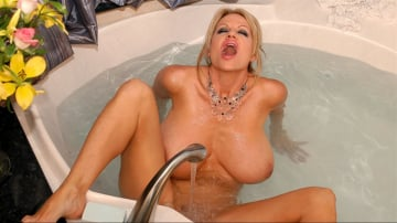 Kelly Madison - Bathtub Blowjob