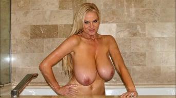 Kelly Madison in 'Big Titty Bath'
