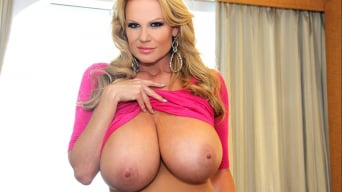 Kelly Madison in 'Cruise On In'
