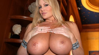 Kelly Madison in 'Dos Boobies'