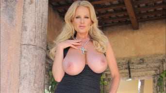 Kelly Madison in 'Hermosa Tarde'