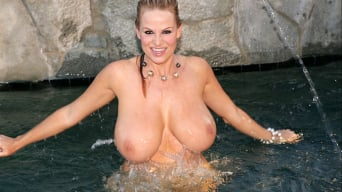 Kelly Madison in 'Pleasurably Wet'
