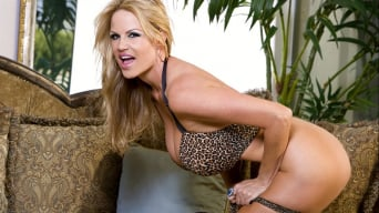 Kelly Madison in 'Puss In Boots'