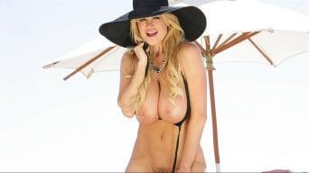 Kelly Madison in 'Te Amo'