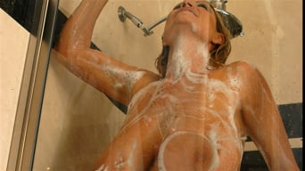 Kelly Madison in 'Wet Nude and Nasty'